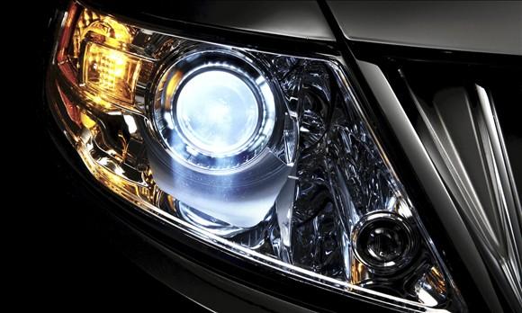 Cách làm sạch đèn xe bị mờ